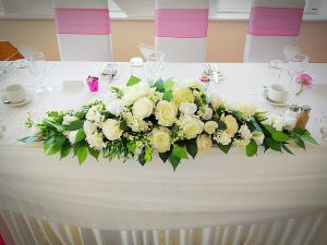 Artificial top table arrangement